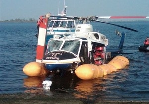 В Нью-Йорке полицейский вертолет совершил аварийную посадку на воду