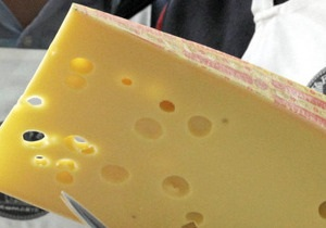 Сегодня вводится запрет на ввоз в Россию сыров ряда украинских производителей
