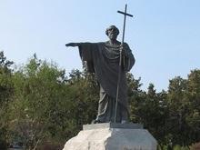 Житель Севастополя сломал крест Андрею Первозванному