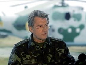 Ющенко обвинил Кабмин в затягивании перехода армии на контракт