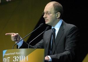 Яценюк: Инициатива вывезти обогащенный уран делает уязвимой позицию Украины