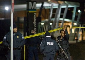 Американец, устроивший стрельбу у Пентагона, умер в больнице