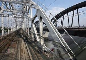 Укрзалізниця открыла рабочее движение поездов по Дарницкому мосту