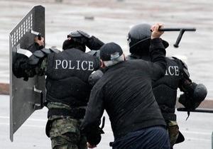 Власть Кыргызстана разрешила силовикам открывать огонь на поражение в зонах ЧП