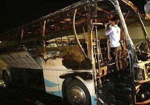 В Китае в результате возгорания автобуса погибли более 20 человек