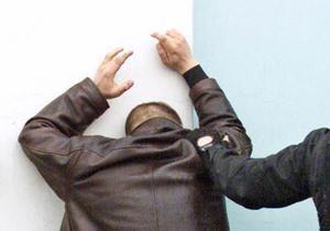 В Москве арестовали чиновника, разбросавшего на одном из шоссе взятку в 10 млн рублей