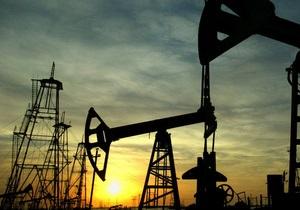 Нефть продолжила падение из-за роста курса доллара