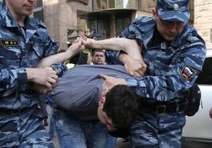 Полиция разгоняет  гуляния  оппозиции в центре Москвы