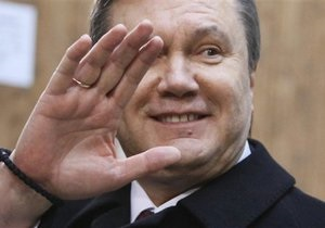 Янукович намерен поднять пенсии до уровня российских