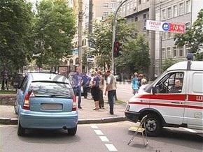 В Киеве беременная женщина-водитель врезалась в каменную ограду