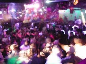 В США неизвестный открыл стрельбу у танцевального клуба: есть жертвы