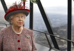 Британская королева пересела в полицейскую машину после того, как ее Bentley не завелся