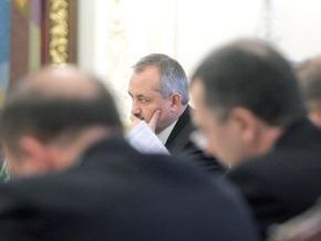 Ющенко призвал губернаторов экономить на чиновниках