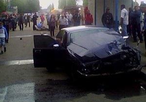 В Одессе нетрезвая женщина на Jaguar вылетела на остановку: есть пострадавшие