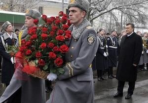 Дело: Почти миллион гривен потратят на закупку цветов для мероприятий с участием Януковича