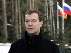 Медведев купил пряник в тульском магазине и посетил музей оружия