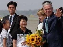 На 62-й день рождения Буш получил скромный подарок