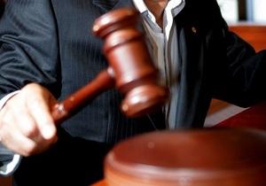 Австралиец получил тюремный срок за надувание жвачки в суде
