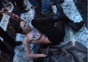 Выборы Папы Римского: представитель Ватикана надеется, что во время акции активистки Femen не простудились