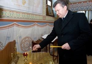 Янукович зажег свечу в Чернобыльской церкви