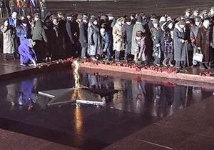 В Москве Вечный огонь перенесли от Кремлевской стены на Поклонную гору