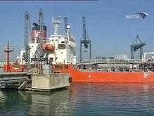 Турецкое судно разломилось пополам в бухте Сухуми