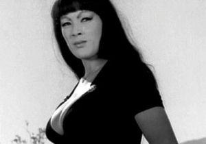 Умерла актриса Тура Сатана, звезда фильма Мочи, мочи их, киска!