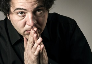 В Турции известному пианисту грозит полтора года тюрьмы за запись в Twitter
