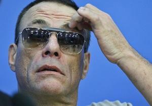 На Ван Дамма подали в суд за то, что он не сумел понять принцип работы тренажера