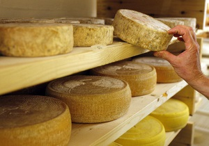 В России преподаватель менял хорошие оценки на сыр и колбасу