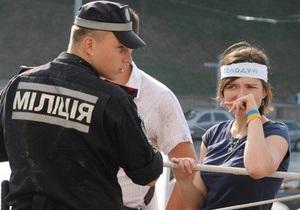 Голодающим под Украинским домом стало плохо. Кириленко заявляет, что к ним не пускают скорую