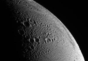 Планетологи обнаружили метеориты, бомбардировавшие Луну миллиарды лет назад