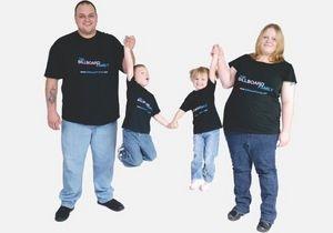В США появилась  семья билбордов , которая продает рекламу на футболках