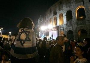 Колизей погрузился во тьму в знак протеста против похищения Гилада Шалита