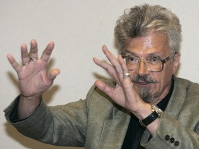 Известные российские писатели и журналисты раскритиковали арест Лимонова