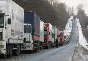 На границе Украины с Молдовой и Румынией приостановлено движение грузовиков