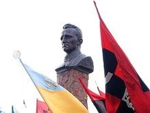 Львов установит в центре города памятник Шухевичу