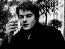 Вандалы осквернили могилу музыканта Яна Кертиса