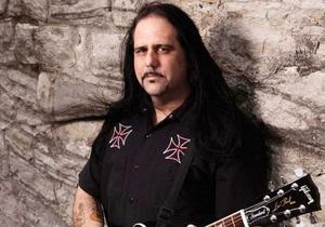 Гитарист Ministry умер на сцене