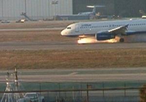 В калифорнийском аэропорту сел самолет с горящим шасси