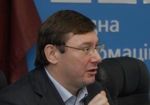 Луценко получил  лавину сообщений  о подкупе избирателей в пользу Януковича