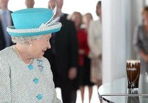 Елизавета II посетила пивоварню Guinness в Дублине, но отказалась от дегустации