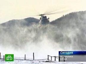 Четыре человека выжили при падении вертолета на Алтае