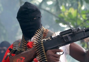 Нигерийские боевики обстреляли нефтяную станцию Shell