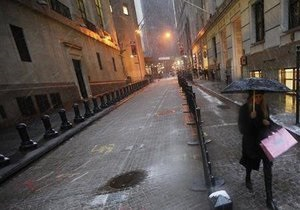 На Нью-Йорк обрушился новый шторм. Десятки тысяч горожан остались без света