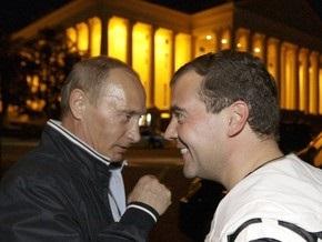 Медведев не согласен с утверждением, что он - молодой либеральный юрист, а Путин - шпион
