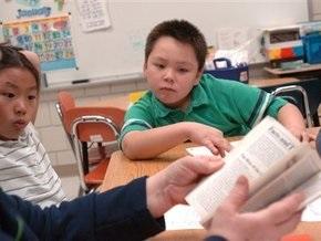 Школьники Гонконга сменят бумажные учебники на электронные