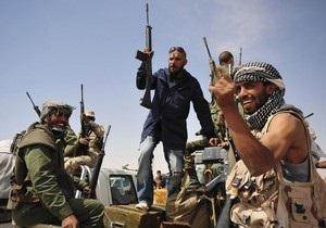 Ливийские власти перестали платить бывшим повстанцам