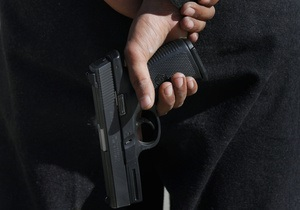 Директор мариупольской фирмы выстрелил в сотрудника, требовавшего зарплату
