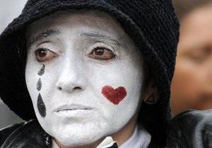 Бортпроводники гонконгской авиакомпании перестанут улыбаться пассажирам - Гонконг - забастовка
